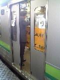 朝の横浜線(ドア故障)